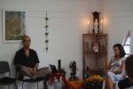 Momento de meditação, durante trabalho de constelação familiar sistêmica